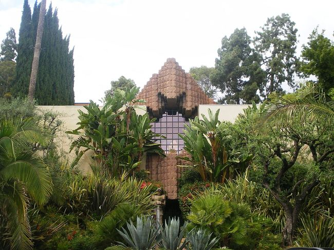 """The Sowden House was once the home to George Hill Hodel, one of the prime suspects of the Black Dahlia murder. Not sold? Hodel's son <a href=""""http://www.amazon.com/Black-Dahlia-Avenger-True-Story/dp/0061139610"""">wrote a book</a> claiming his father most definitely killed Elizabeth Short somewhere in the house. You can buy that room and a window that looks like a shark face for just $4,888,000."""