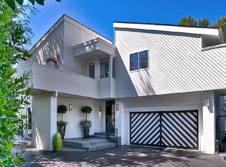 This house is the location of the Janet Leigh murder in the movie Psycho. It is a beautiful house that includes a pool and a small strings section that plays repeating discordant chords every time you open the shower.  That'll be $3,950,000, please.