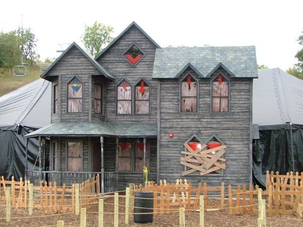 """<a href=""""http://hauntrepreneurs.com/"""">Hauntrepreneurs</a> is a hilariously named company that specializes in  making haunted house attractions. The mobile 'Frightmare Package' (again, hilarious) comes with a full spooky house, lighting, fog machines and it's just $130,000."""
