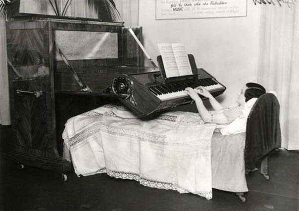 A piano that could be played while lying in bed (1935).