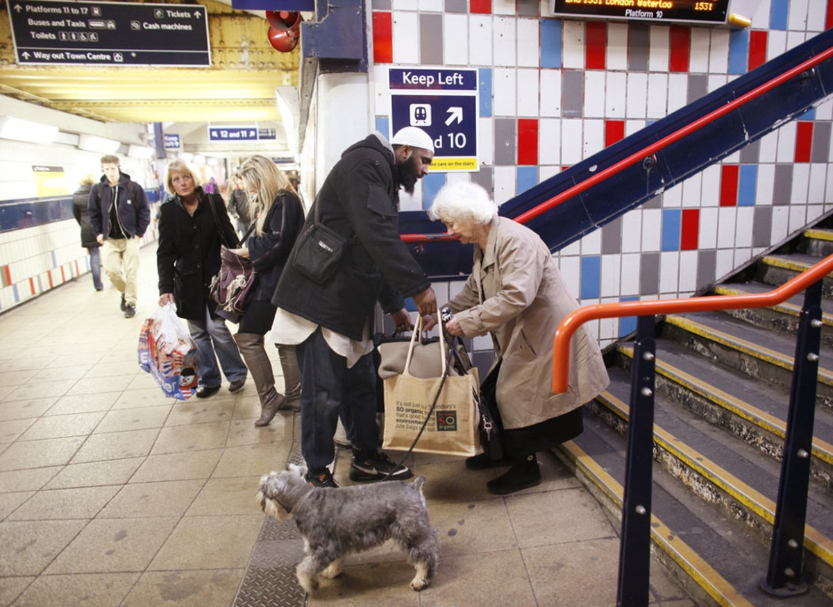 3. When this man stopped what he was doing to help an elderly woman with her bags.